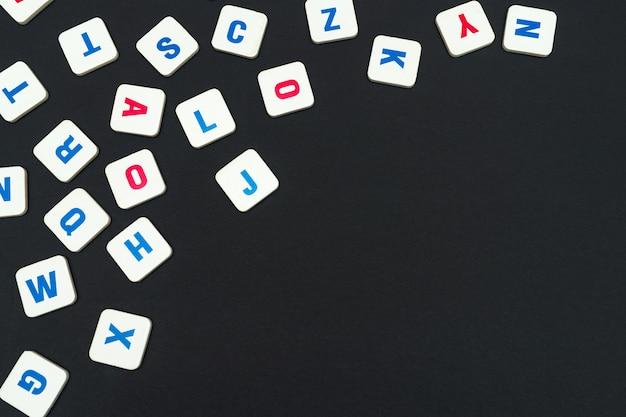 Letras quadradas coloridas em inglês Foto Premium