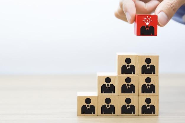 Liderança, trabalho em equipe e conceito de bloco de madeira de negócios. Foto Premium