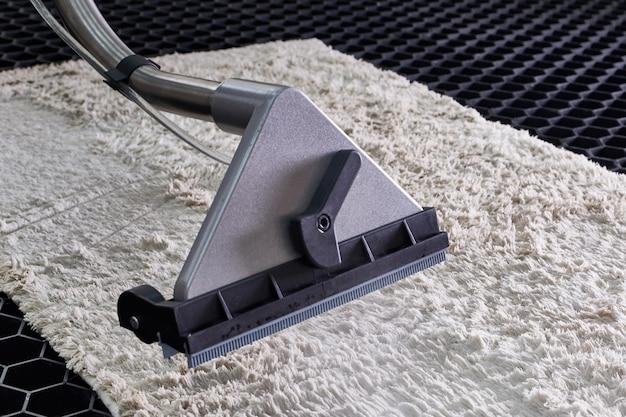 Limpeza química de carpetes com método de extração profissional Foto Premium