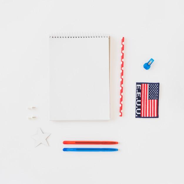 Limpo, notepad, com, papelaria Foto gratuita