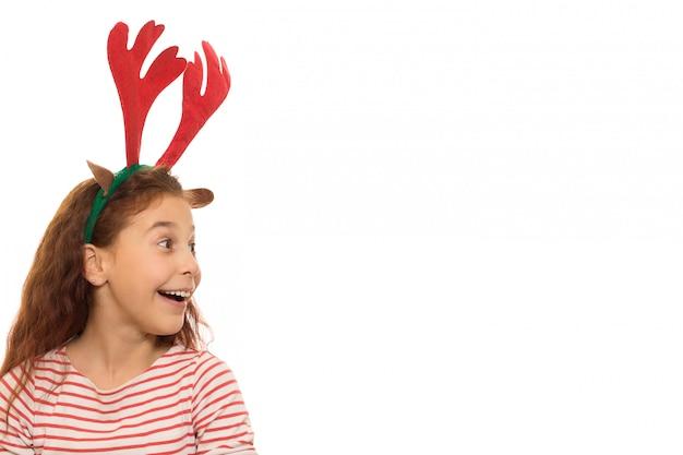 Linda garota usando chifres de natal Foto Premium