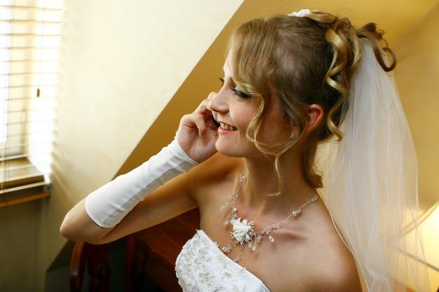 Linda mulher adulta em casamento Foto gratuita