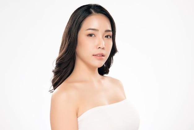 Linda mulher asiática com pele limpa e fresca felicidade e alegre Foto Premium