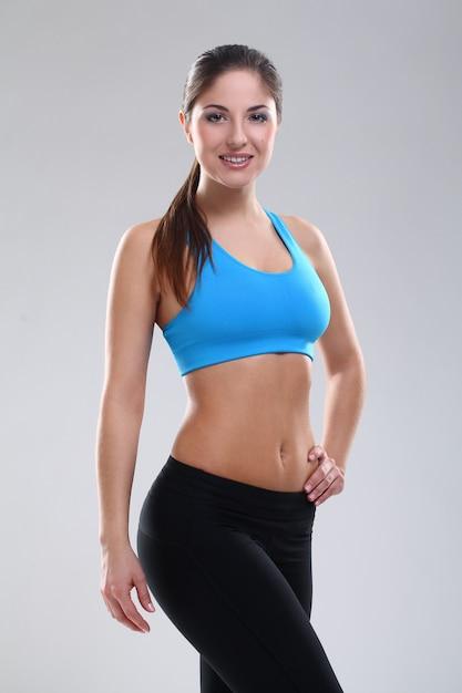 Linda mulher caucasiana em roupas fitness Foto gratuita