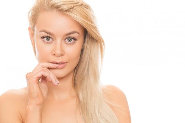 Linda mulher loira isolada no branco Foto Premium