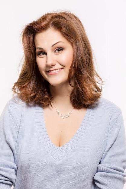 Linda mulher sorridente fofa Foto Premium
