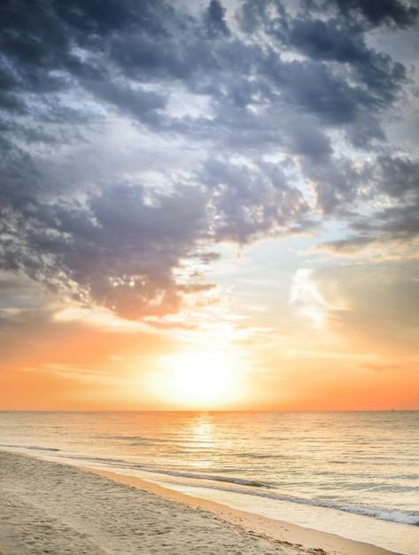 Linda paisagem marinha de verão Foto gratuita