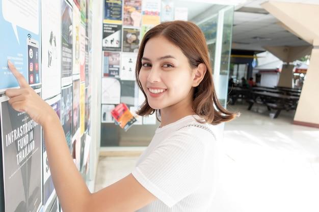Linda universitária é excitante com seu teste Foto Premium