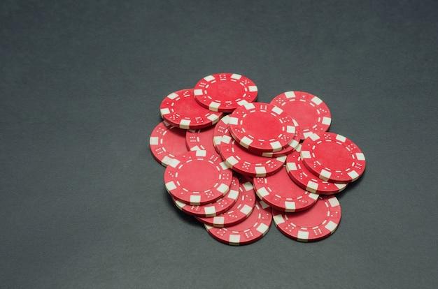 Lindas fichas de pôquer vermelhas Foto Premium