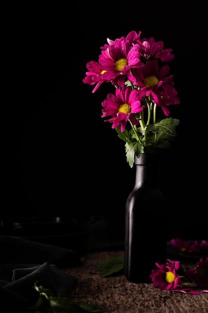 Lindas flores em vaso Foto gratuita