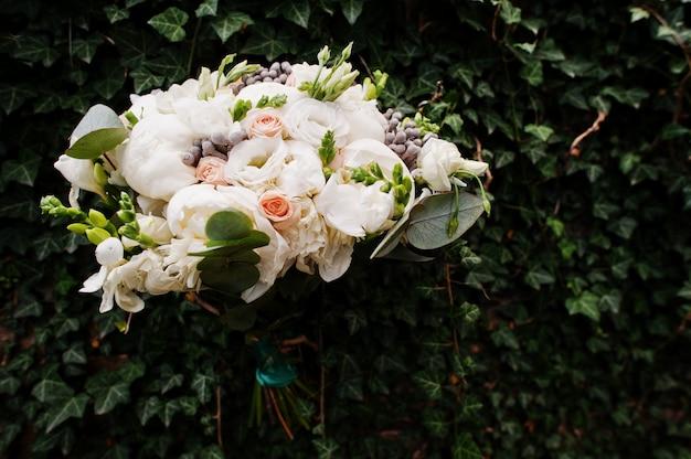 Lindo buquê de casamento moderno e elegante. Foto Premium