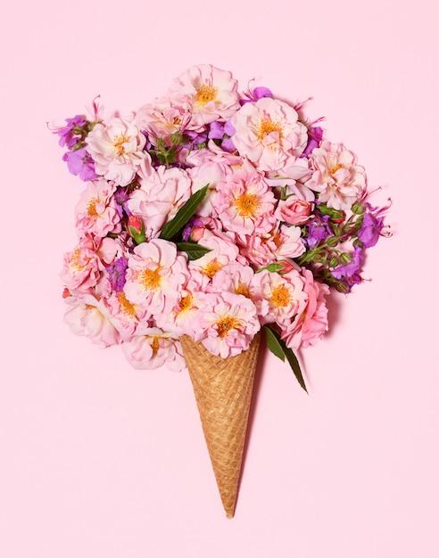 Lindo buquê em casquinha de sorvete Foto Premium