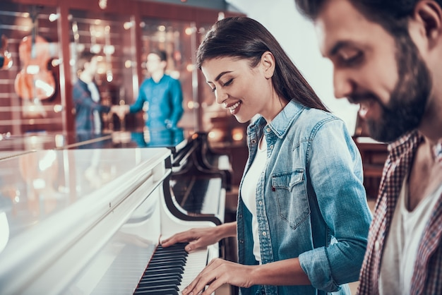 Pianist dating site