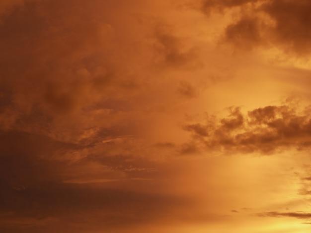 Lindo céu do sol doce e quente Foto Premium