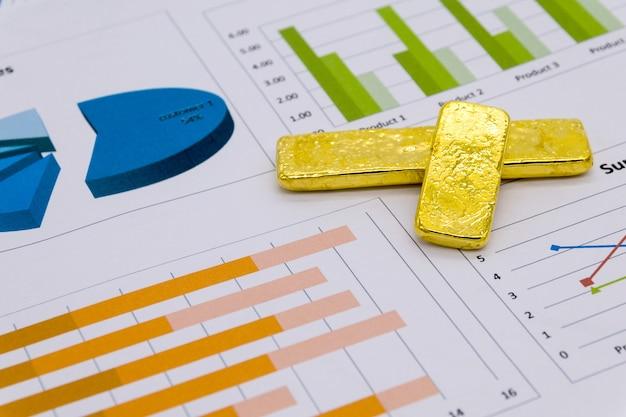 Lingote de ouro no relatório de negócios Foto Premium