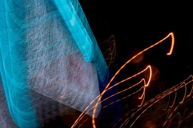 Linhas de luz dos faróis dos carros. Foto Premium