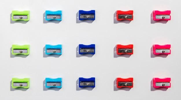 Linhas e colunas de apontadores coloridos plana leigos Foto gratuita