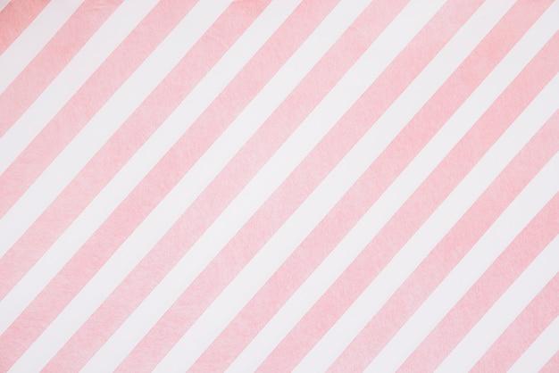 Listras rosa no quadro branco Foto gratuita