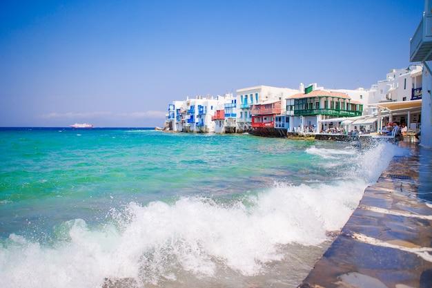 Little venice a atração mais popular na ilha de mykonos, grécia, cyclades Foto Premium