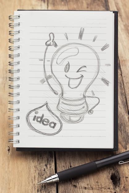 Livro da ideia na mesa de madeira Foto Premium