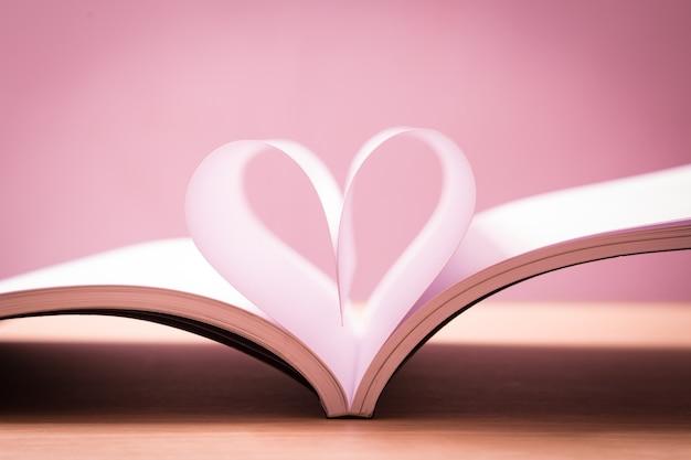 Livro do amor Foto Premium