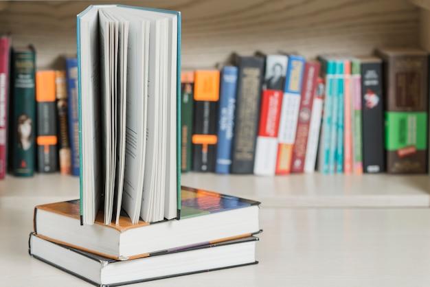 Livro, ficar, pilha Foto gratuita