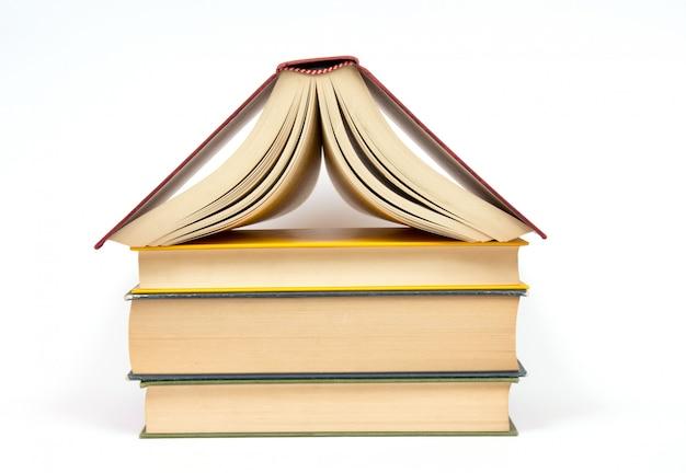 Livro isolado. conceito de loja de livros Foto Premium