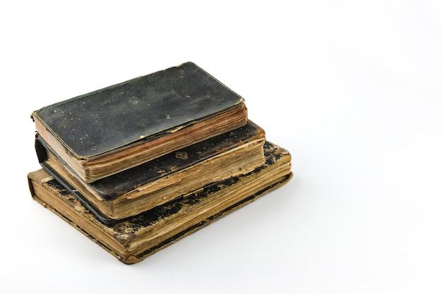Livros antigos isolados coleção de livros antigos Foto Premium