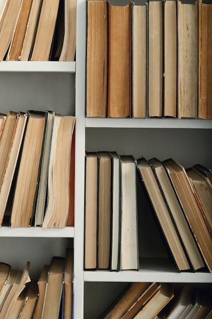 Livros na biblioteca Foto gratuita