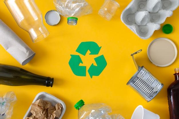 Lixo preparado para reciclagem Foto Premium