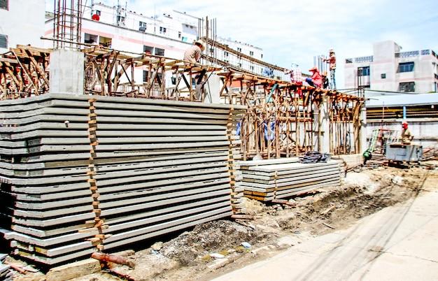 Local de construção para construir taword com trabalho humano Foto Premium