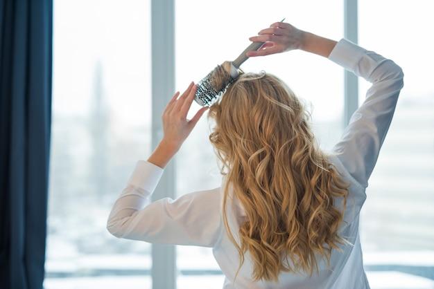 Loiro, menina, brusing, dela, cabelo Foto gratuita