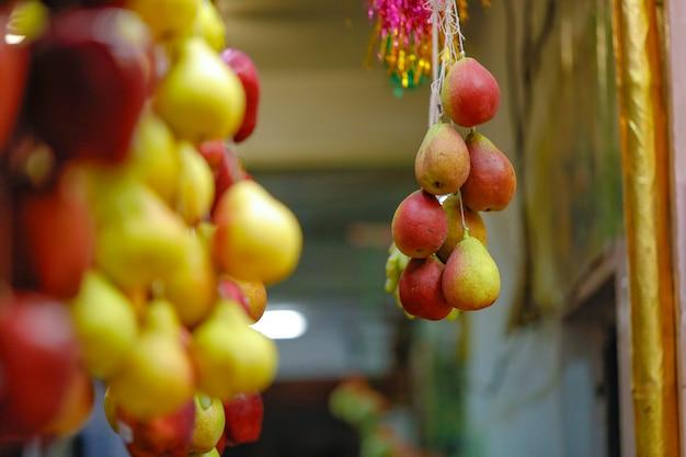 Loja de frutas frescas no mercado indiano Foto Premium