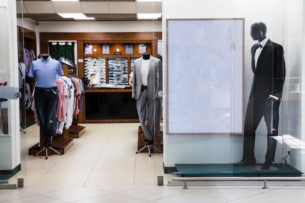 Loja de roupa masculina interior shopping center Foto gratuita