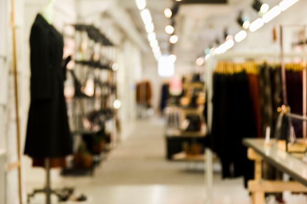 Loja de roupas com efeito borrado Foto gratuita