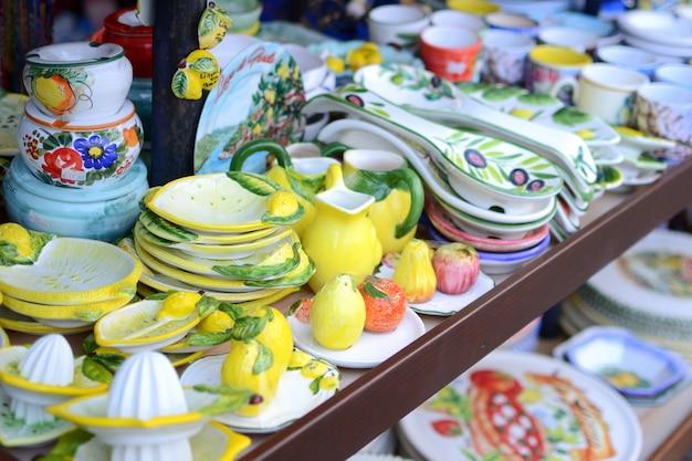 Loja de souvenirs no lago garda, itália Foto Premium