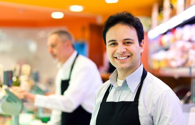 Lojista, trabalhando, em, seu, mercearia Foto Premium