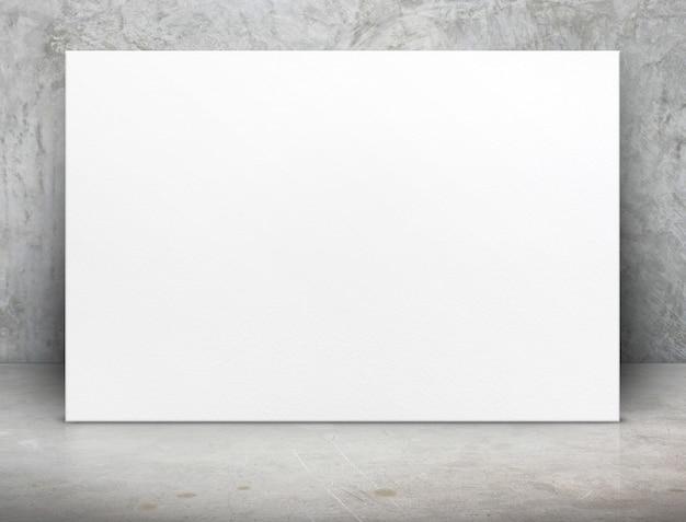 Lona de cartaz de papel branco em branco no quarto de concreto grunge Foto Premium