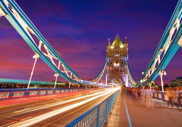 London tower bridge pôr do sol no rio tamisa Foto Premium