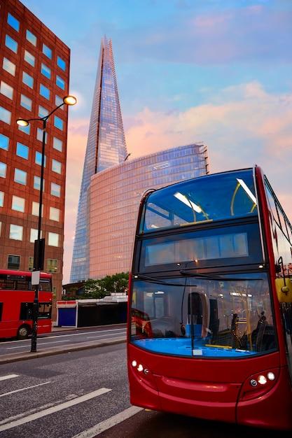 Londres o fragmento de edifício ao pôr do sol Foto Premium