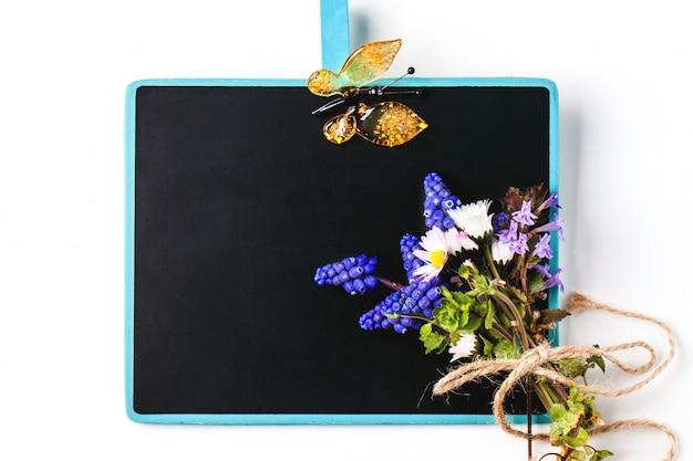 Lousa com flores Foto Premium