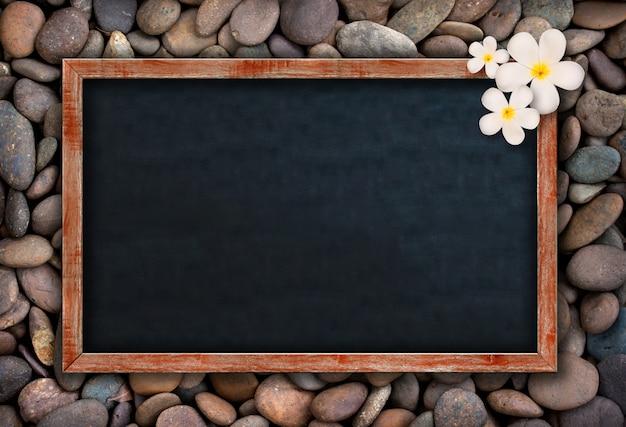 Lousa vazia nas rochas Foto Premium