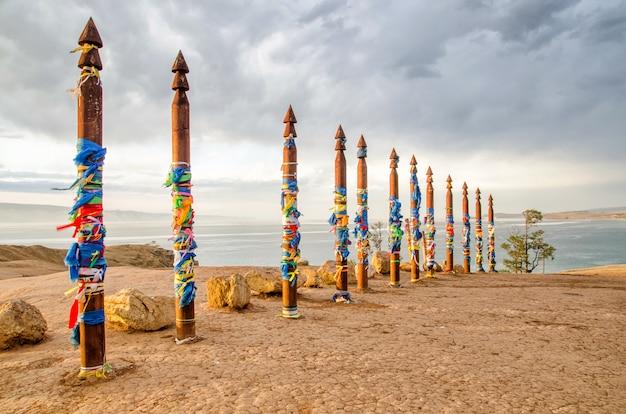 Lugar de sacread buryat na ilha de olkhon, lago baikal, rússia Foto Premium