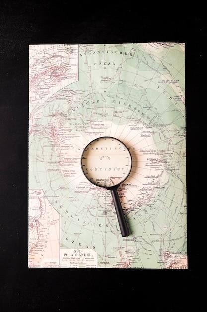 Lupa no atlas Foto gratuita
