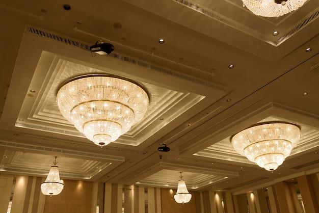 Lustres, luz bonita, luz de luxo Foto Premium
