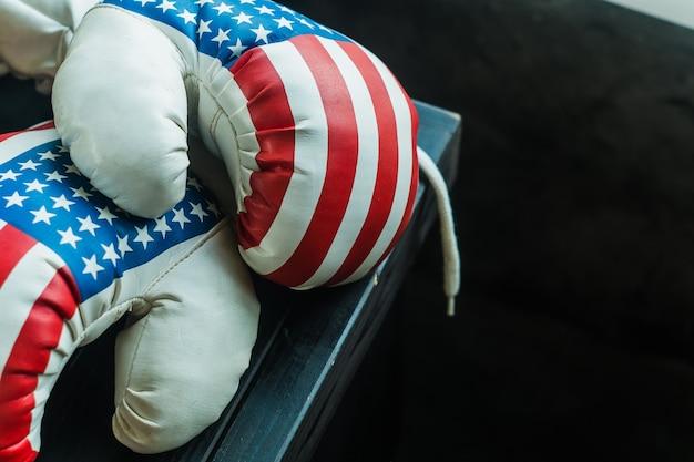 Luvas de boxe com bandeira dos eua Foto Premium