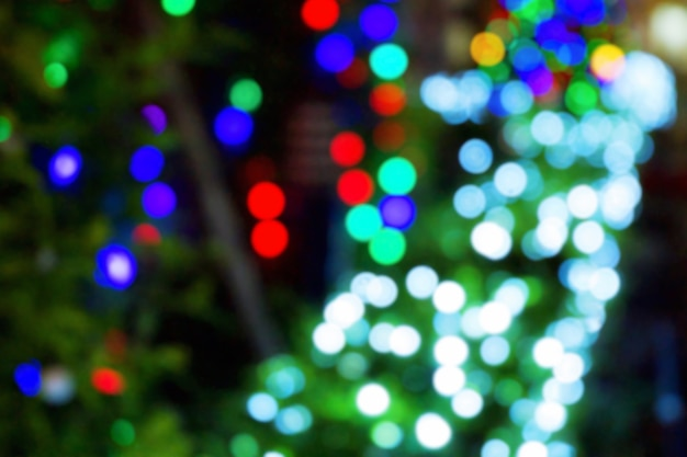 Luz branca, vermelha, azul e verde do bokeh do festival. borrão de brilho claro. Foto Premium