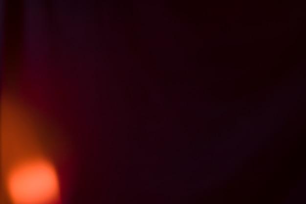 Luz brilhante no fundo preto Foto gratuita