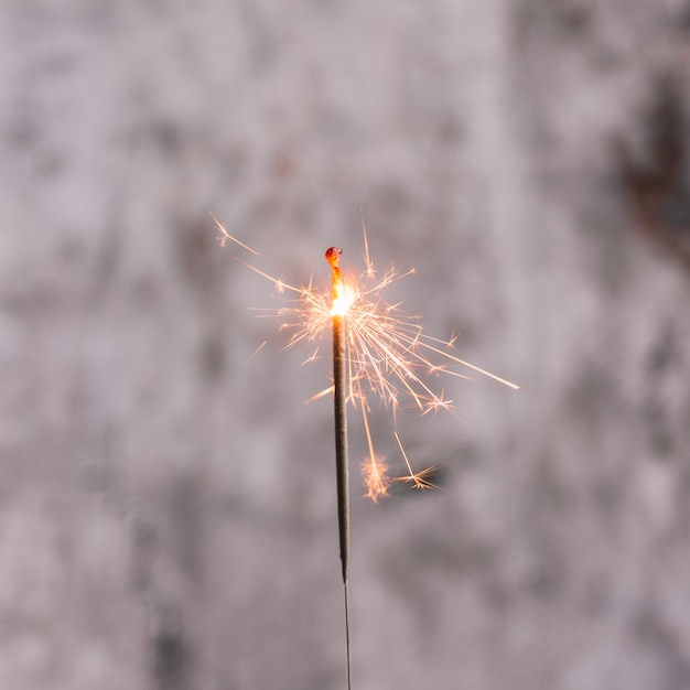 Luz de bengala ardente Foto gratuita