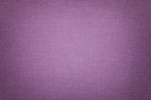 Luz - fundo violeta de um material de matéria têxtil com teste padrão de vime, close up. Foto Premium